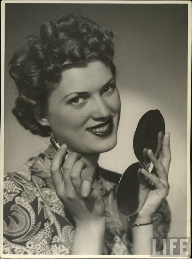 glamourdaze -1940s lipstick1  MAKEUP & HAIR VINTAGE glamourdaze 1940s lipstick1