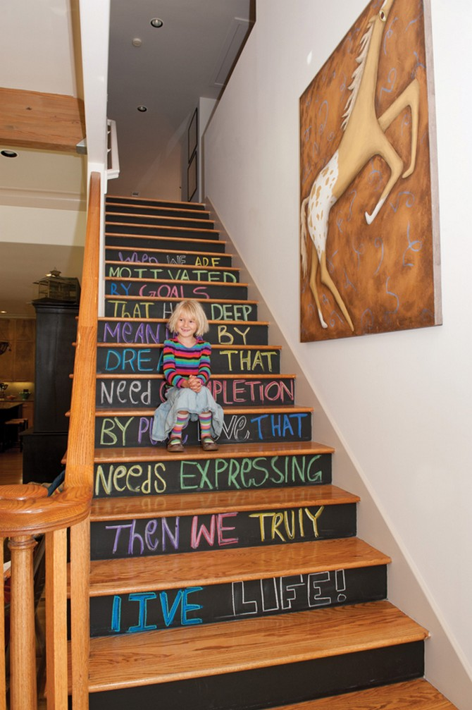 Chic Ways To Decorate Your Staircase Wall: 6 Vintage Ways To Decorate Your Stairs