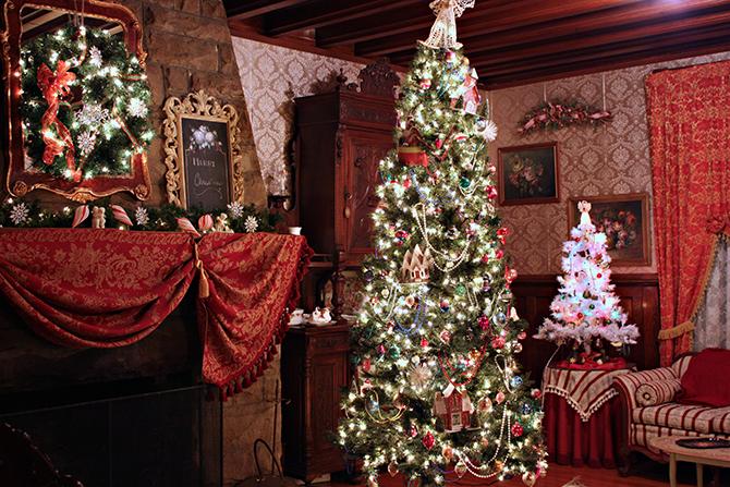 fireplace_christmas tree_decoration