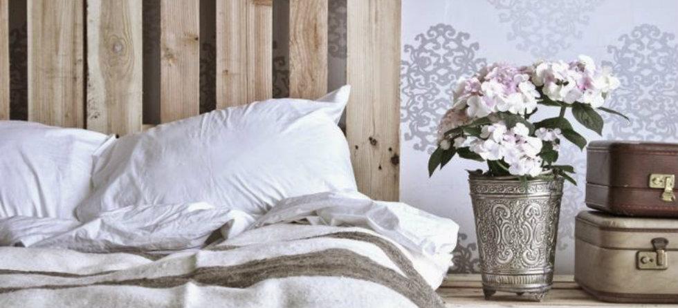 Bedroom Inspirations: vintage wallpaper