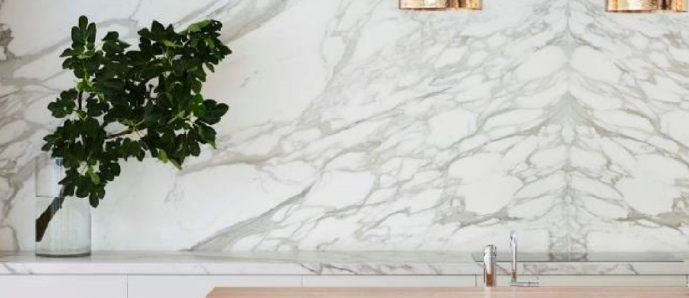 12-lahkotnih-kuhinj-v-svetlem-marmorju--1413920164
