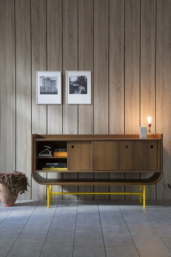 13 Mid century modern living rooms 15 wood and brass