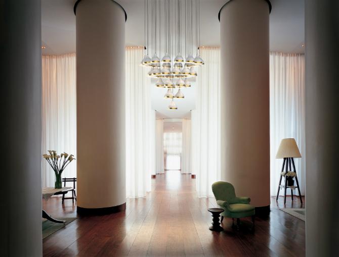 vintage hotel hallway oito