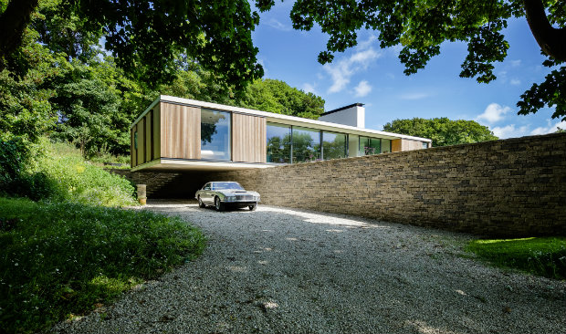 vintage aston martin Contemporary Bungalow Shines in Dorset with Vintage Aston Martin Contemporary Bungalow Shines in Dorset with Vintage Aston Martin FEAT