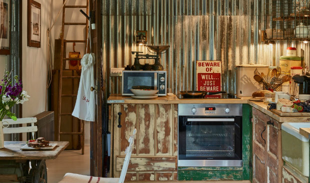 Charming Cottage in Filly Island featuring Vintage Treasures FEAT