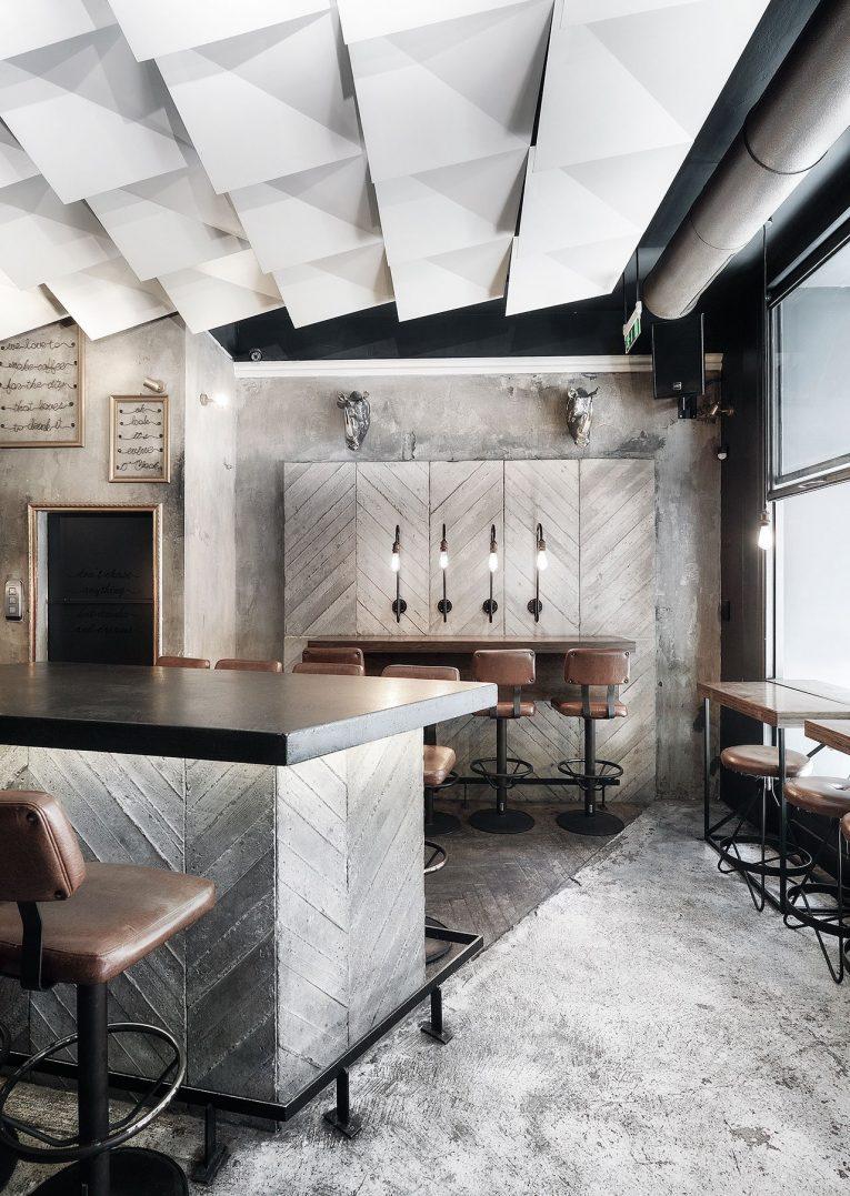 Cheval Bar&Restaurant - Nomadic meets Modern Industrial modern industrial Cheval Bar&Restaurant: Nomadic meets Modern Industrial Cheval BarRestaurant Nomadic meets Modern Industrial