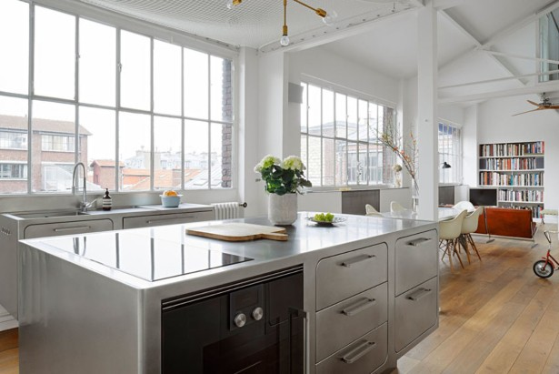 An Industrial Style Kitchen in Romantic Paris You'll Love (6)