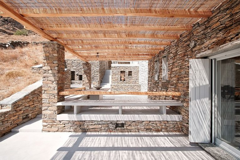 Rocksplit Villa A Chameleonic Industrial Design
