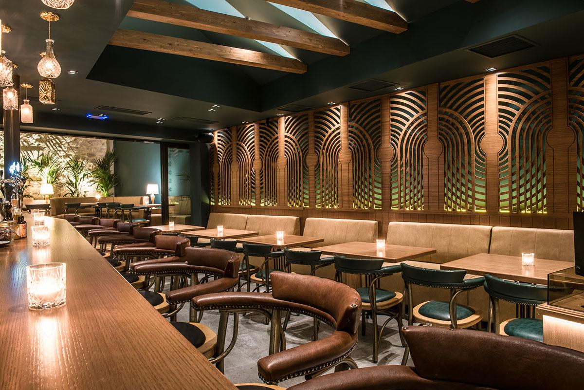 Le bistro vintage cafe decor with feeling