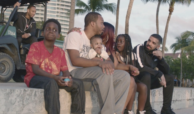 "god's plan Drake's ""God's Plan"" Music Video Takes Place In A Vintage Miami capa 1"