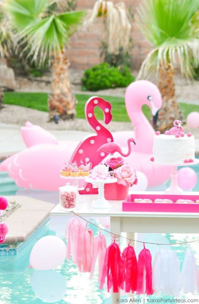 Organize Your Own Vintage Pool Party!