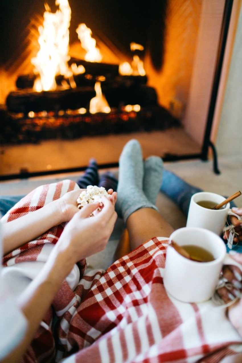 5 Reasons To Stay In And Enjoy The Winter Cozy Nights!
